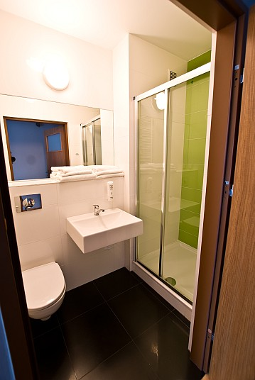 łazienka w pokoju z tarasem dom pracy twórczej uniejów