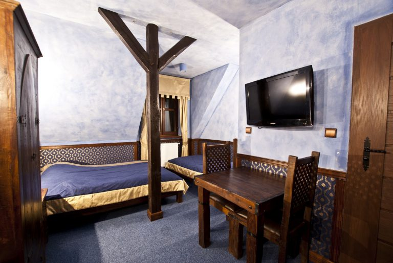 pokój trzyosobowy zamek uniejów