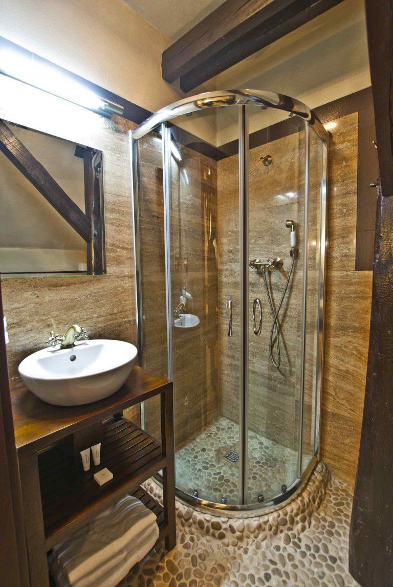 łazienka w pokoju jednoosobowym zamek uniejów