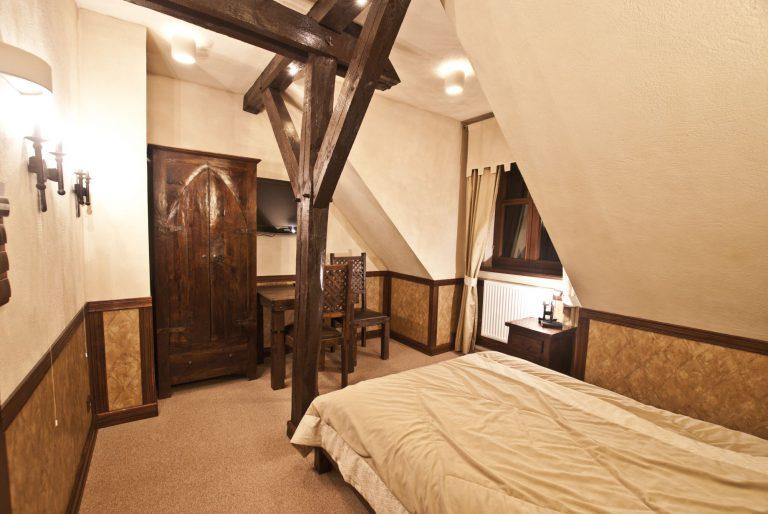 pokój dwuosobowy w zamku uniejów