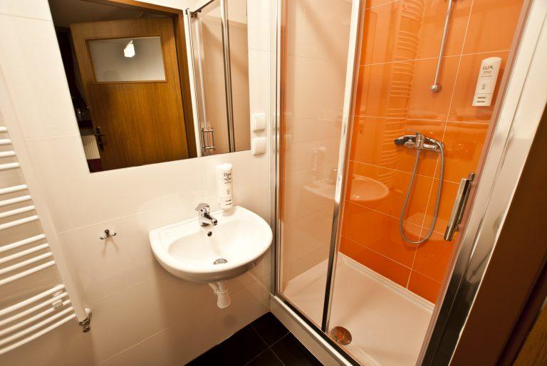 pokój dwuosobowy łazienka dom pracy twórczej