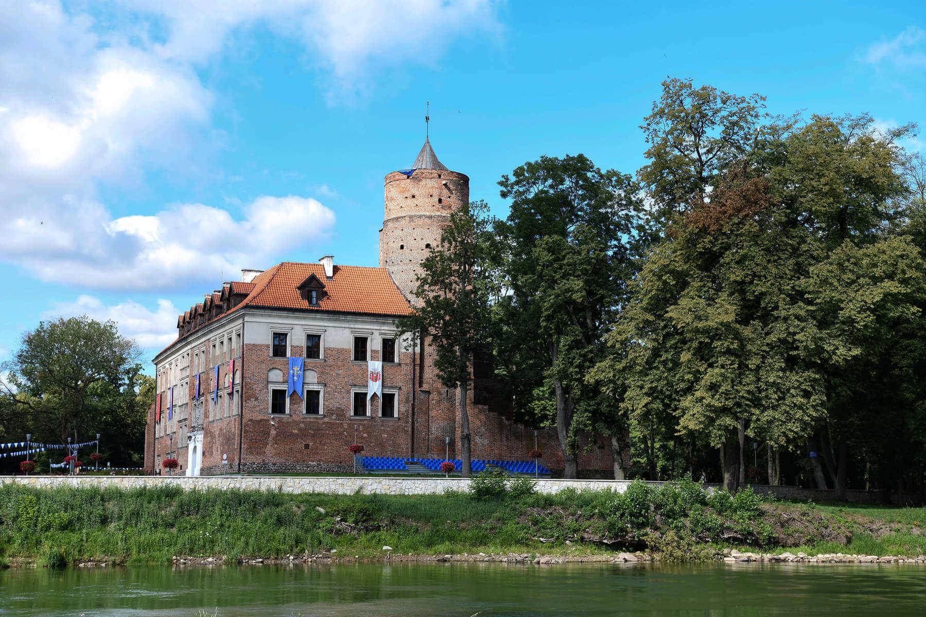 kontakt zamek uniejów